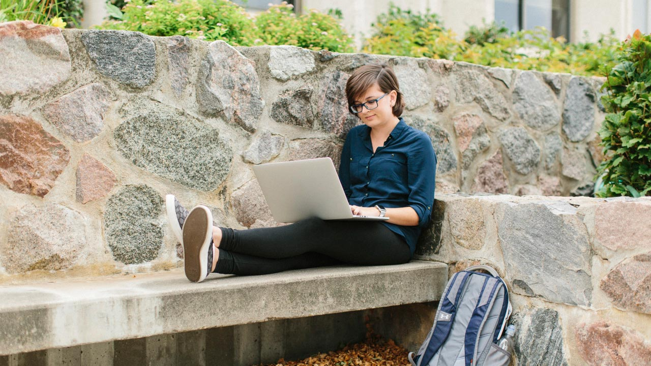 slider-lauren-laptop