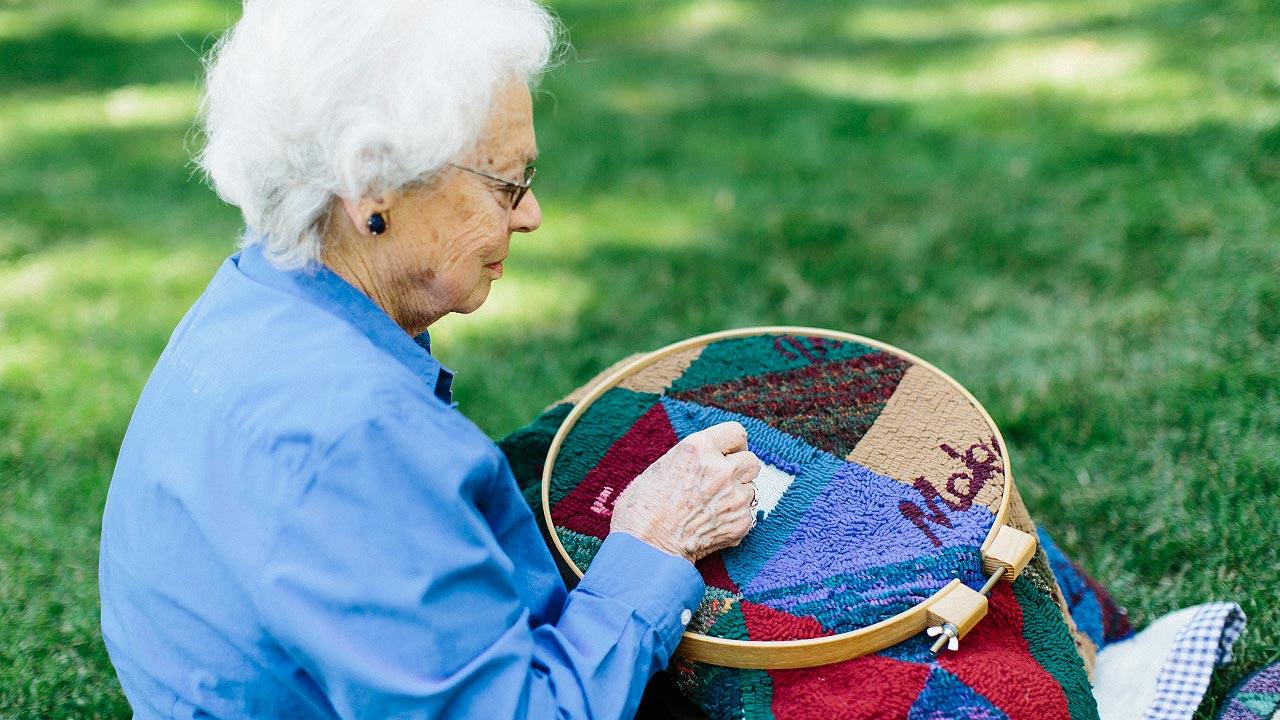 slider-mona-weaving